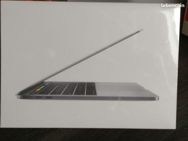 Macbook Pro retina 2017 neuf i7,16go ram,512go SSD contact unique:alinamcron1994@gmail.com