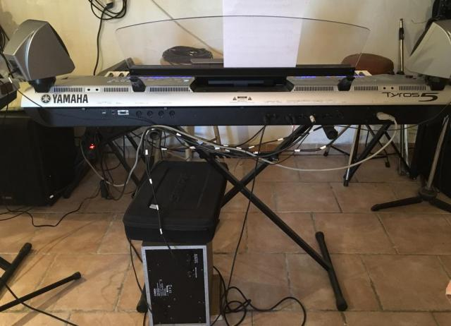 Yamaha Tyros 5 XL clavier arrangeur 76 touches me contact  uniquement via ( racineesylviana@gmail.com )